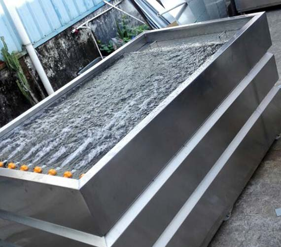 Hydro dipping tank with nozzles